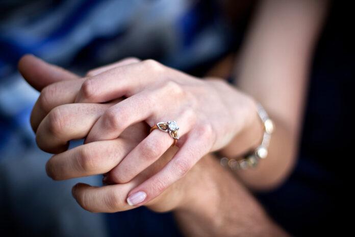 Jak sprawdzić czy pierścionek jest złoty